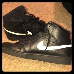 Black/White Jordan 1 w/ Extra Laces